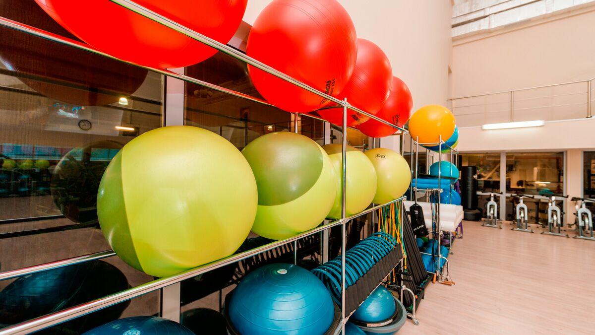 Недорогой и хороший фитнес клуб в москве бассейн ночной клуб