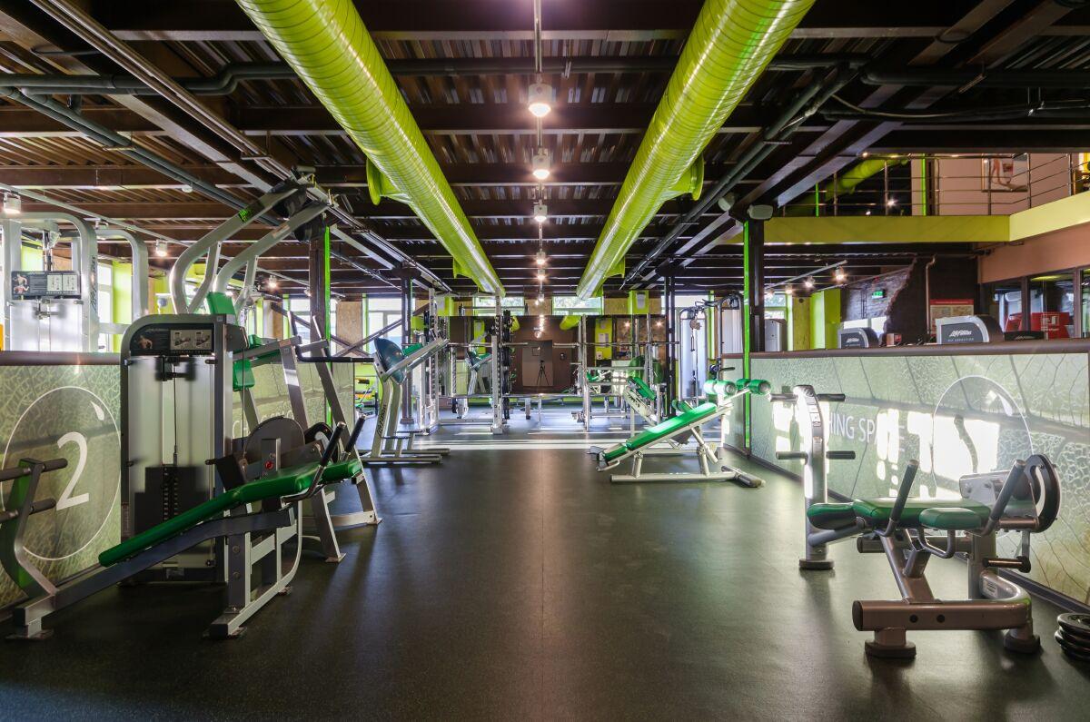 Зеленый фитнес клуб москва челябинск видео с ночных клубов